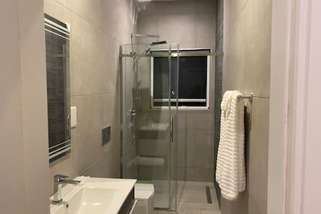 No step to enter shower