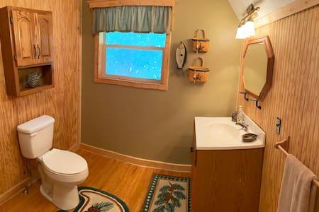Väčší priestor okolo toalety