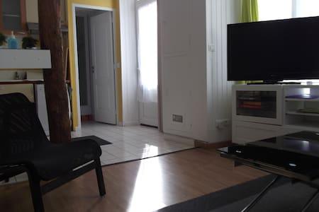 Entrée directe dans l'appartement complet. Porte de 85 cm de large.