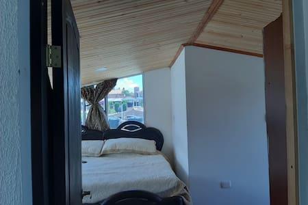 ベッド周辺に広いスペース