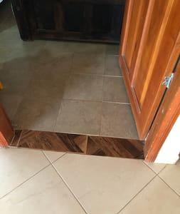 Įėjimas į kambarį be laiptelių