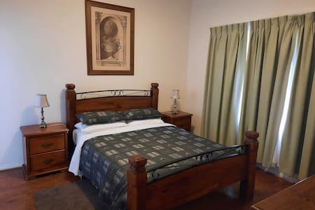 มีพื้นที่โล่งรอบเตียง
