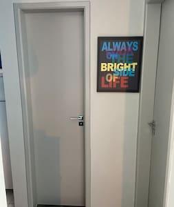 Porta padrão de acesso ao banheiro