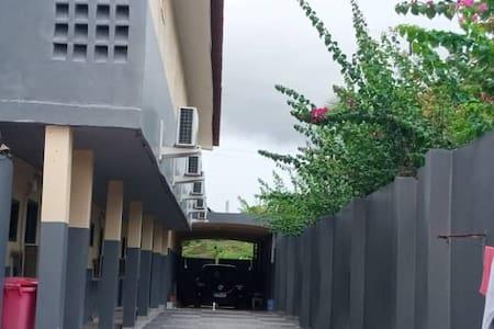 Der Eingang ist breiter als 81cm.