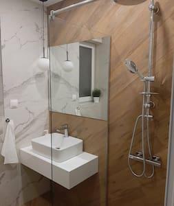 Lépcső nélküli zuhanyzó
