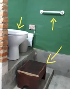 Įtvirtinti tualeto turėklai