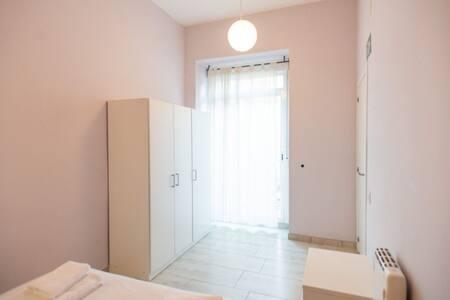 Muy cómodo acceso al dormitorio principal.  Very convenient access to the master bedroom.