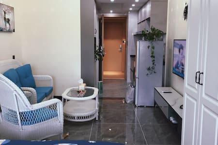 入门宽敞,室内布局简洁,低调中尽显奢华。