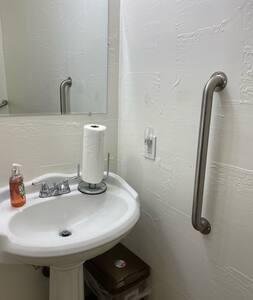 Mga nakapirming hawakan para sa banyo