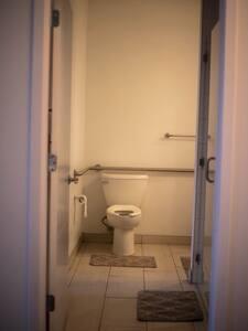 Sabit tuvalet tutamakları