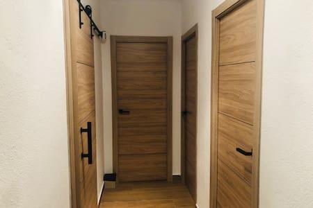 Puerta corredera de la izquierda con 80 cm