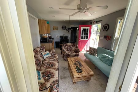 No steps from front entrance to living room to kitchen.