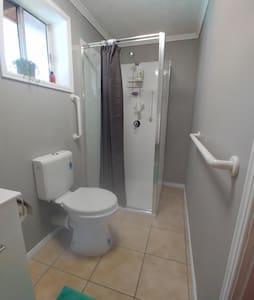 Fastgjorte greb til toilet