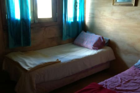 Este es el dormitorio de abajo que no tiene ninguna escalera para acceder