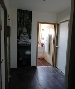אין מדרגות בכניסה לחדר