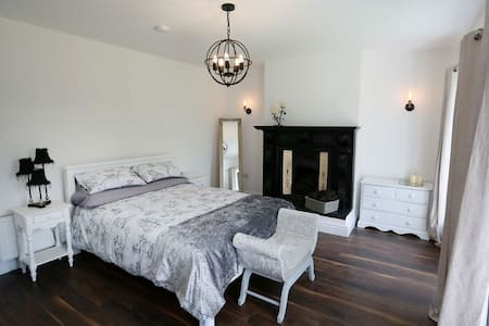 Step free entrance to spacious bedroom, wheelchair accessible
