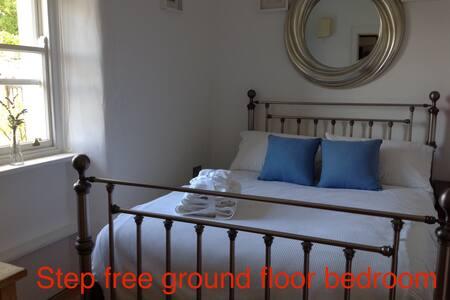 Ground floor bedroom with en-suite step free access