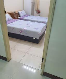 民宿內進入套房寬敞的房門及無障礙空間