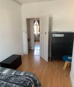 Φαρδιά είσοδος