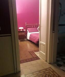 Non ci sono gradini per entrare nella camera 2, la porta è ampia
