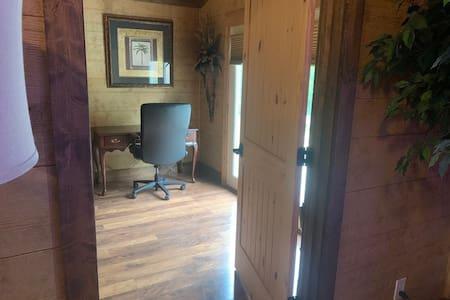 Széles bejárat