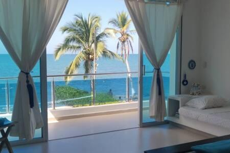 Alcoba con balcón, con vista al mar