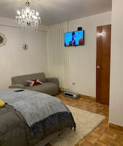 Amplia Y cómoda puerta de ingreso a la habitación