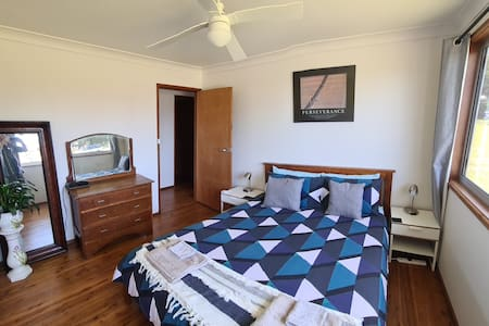 Bedroom 1 - entry to room