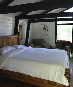 Väčší priestor okolo postele