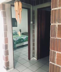 Porta de entrada para o primeiro quarto c/ porta de 80cm
