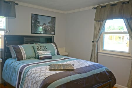 Hardwood floors and no stairs into bedroom