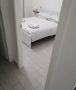 la camera da letto si raggiunge comodamente dal soggiorno