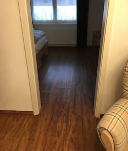 Türe zum Schlafzimmer im Erdgeschoss