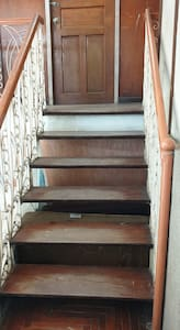 wide room door, (32 inches) 2nd floor with 14 step stairs
