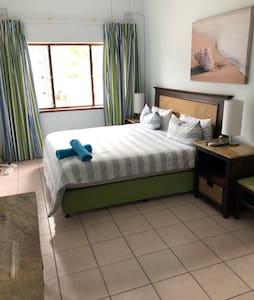 Main bedroom en-suite tv and Aircon
