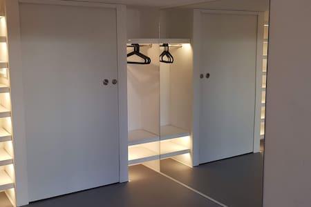 100 cm wide passage through the door.
