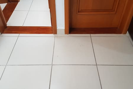 Entrada amplia a los cuartos, sin escaleras.