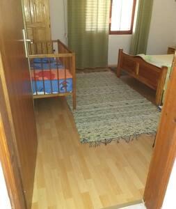 Spavaca soba 1 sa sirokim ulazom