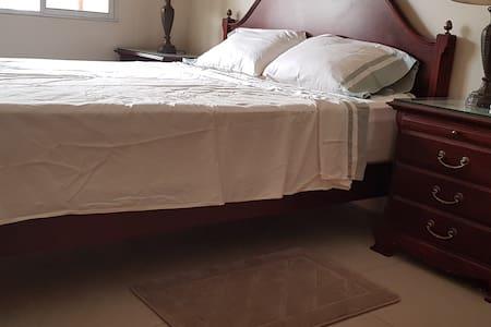 la altura desde el piso al colchón de 60cm.