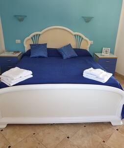 Кревет со достапна висина