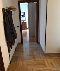 la porta d'entrata nella camera è 80 cm