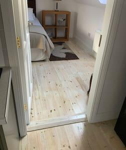 Door to bedroom is in excess of 32 inches