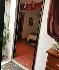 Entrada a la estancia/entry to room