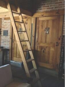 Ingreso a habitación 2 y baño. Todas nuestras puertas son amplias.
