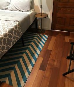 Espacio extra alrededor de la cama