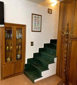 入口處沒有樓梯或台階