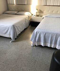 Las Dos habitaciones tienen camas a la altura requerida