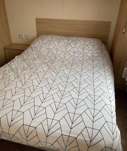 Невысокая кровать