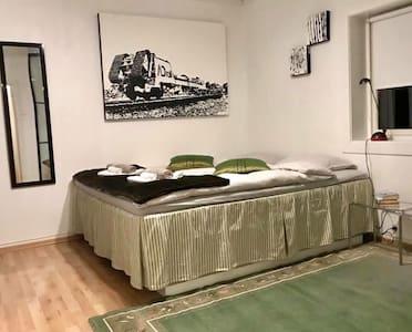 Ekstra plass rundt sengen
