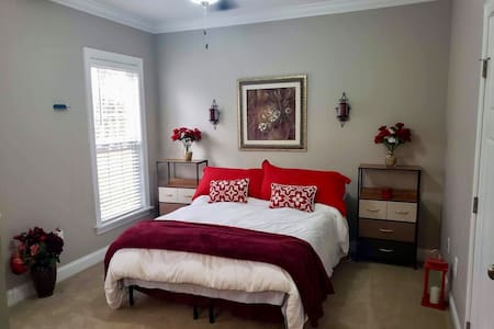 Easy to navigate with desk and private bath. Bed is higher than in brown room.